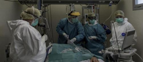 Los médicos alertan de un colapso hospitalario por el coronavirus