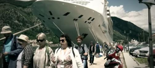 How safe are cruise ships from the coronavirus? [Image source/DW News YouTube video]
