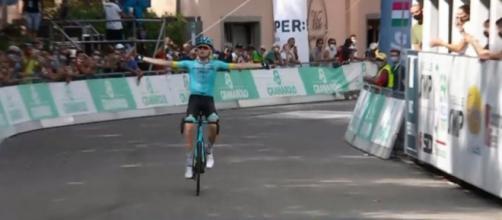 Aleksandr Vlasov vince il Giro dell'Emilia.