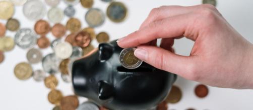 Economizar em tempos de crise pode amenizar a falta de dinheiro. (Arquivo Blasting News)