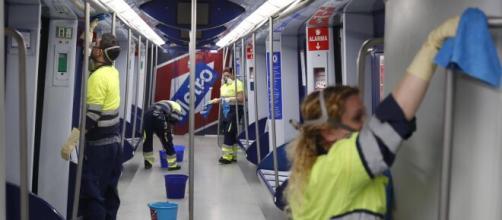 Madrid prohíbe comer y beber en metro y bus para contener el coronavirus