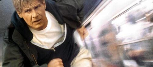 O ator Harrison Ford no papel do Dr. Richard Kimble em 'O Fugitiv'o (1993). (Reprodução/YouTube)