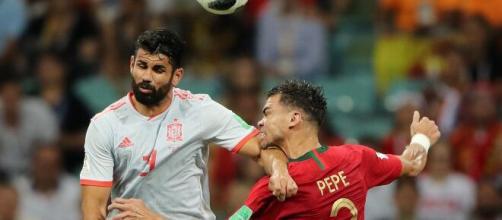 O brasileiros Pepe e Diego Costa, defendendo as seleções de Espanha e Portugal respectivamente. (Arquivo Blasting News)