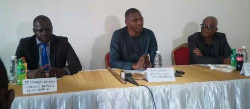Ange Sama en compagnie de Maître Francis Olinga (c) Famille Ayissi Sama