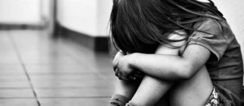 Após prisão do tio abusador, menina está mais tranquila. (Arquivo Blasting News)