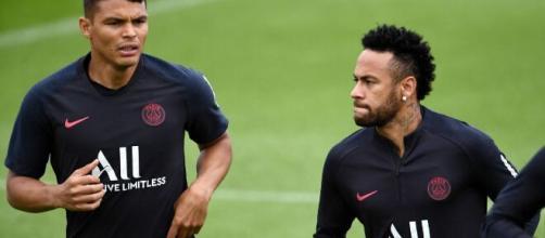 Thiago Silva e Neymar são os atuais brasileiros que atuam na geração do Paris Saint-Germain. (Arquivo Blasting News)