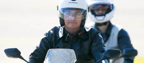 Bolsonaro passeia de moto em Brasília. (Arquivo Blasting News)