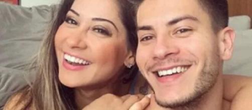Arthur Aguiar e Mayra Cardi se entendem após escândalo de traições: 'bandeira branca'. (Arquivo Blasting News)