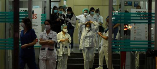 El sistema hospitalario se está sobrecargando en España, a causa del aumento de los contagios de coronavirus.