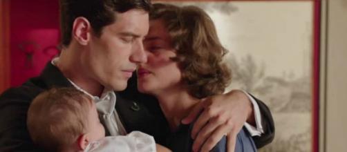 Il Paradiso delle Signore su Rai 1 dal 7 settembre: Riccardo e Nicoletta abbracciati sul set.