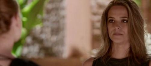 A ruivinha será afogada por Sofia em 'Totalmente Demais'. (Reprodução/ TV Globo)