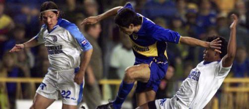 Cruz Azul foi o primeiro time mexicano a chegar a uma final de Libertadores, mas foi derrotado pelo Boca Juniors em 2001. (Arquivo Blasting News)