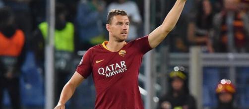 Edin Dzeko, l'attaccante potrebbe lasciare la Roma.