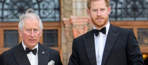 Informes aseguran que el príncipe Carlos no está alejando de sus hijos