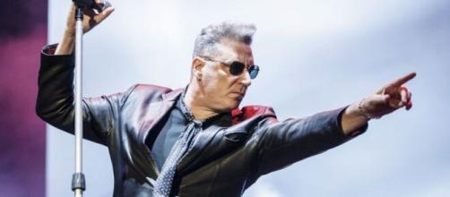 Loquillo detiene un concierto para arremeter contra un guardia de seguridad