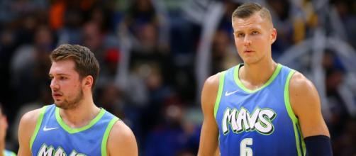 Luka Doncic e Kristaps Porzings combinaram 51 pontos no triunfo dos Mavs. (Arquivo Blasting News)