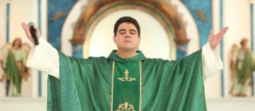Padre Robson é reitor do Santuário Basílica de Trindade. (Divulgação/Afipe)