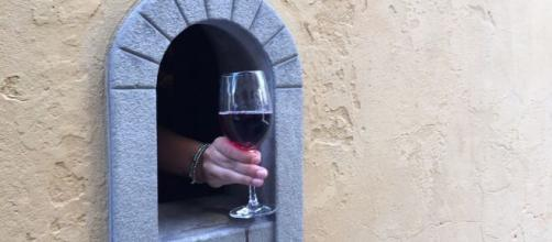 5 curiosità sulle 'buchette del vino': in Toscana riaprono per la Covid-19.