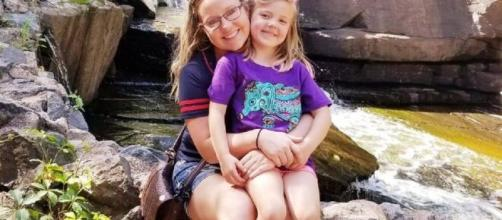 Kelsey Kruse com a filha Autumn. (Reprodução/Facebook/Kelsey Kruse)