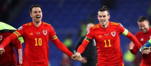 Aaron Ramsey e Gareth Bale atualmente são os principais nomes da geração galesa de futebol. (Arquivo Blasting News)