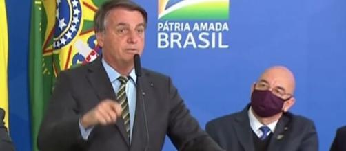 Bolsonaro: 'quando pega num bundão de vocês, a chance de sobreviver é bem menor'. (Reprodução/TV Brasil)