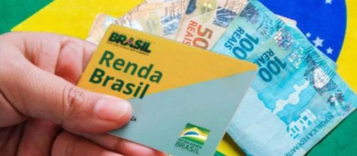 Governo substituirá Bolsa Família por Renda Brasil, proporcionando que mais pessoas recebam renda complementar. (Arquivo Blasting News)