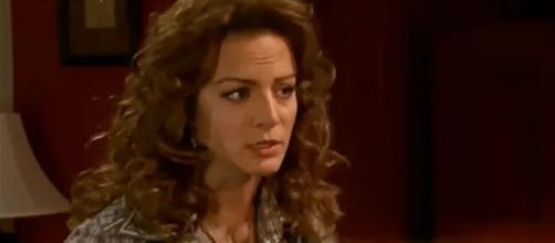 Josefina diz a Renata que Gonçalo e Regina são amantes. (Televisa)