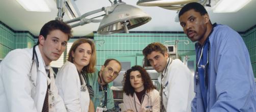 Noah Wyle, Sherry Sherry Stringfield, Anthony Edwards estiveram em ER. (Reprodução/YouTube)