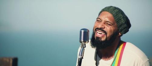 Salomão Do Reggae faz live. (Arquivo Blasting News)
