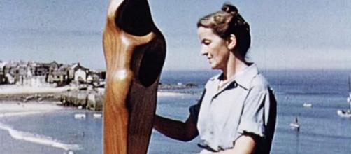 Barbara Hepworth: Google omaggia con un doodle la scultrice britannica.