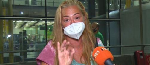 Belén Esteban en imagen en el aeropuerto