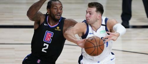 Kawhi Leonard e Luka Doncic são as principais estrelas no quinto jogo de playoffs da NBA entre Clippers e Mavericks. (Arquivo Blasting News)