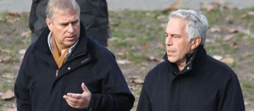 Príncipe Andrew está envuelto en el escándalo de Jeffrey Epstein