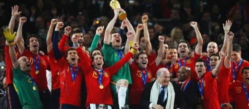 A Espanha foi a grande campeã da Copa do Mundo da FIFA em 2010, após bater a Holanda na final. (Arquivo Blasting News)