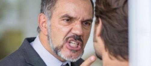"""Rafael será agredido por Germano em """"Totalmente Demais"""". (Reprodução/TV Globo)"""