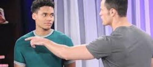Beautiful, trame 31 agosto - 4 settembre: Xander minaccia di denunciare Thomas alla polizia.