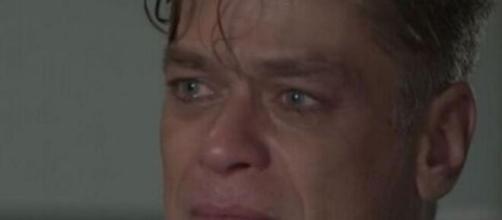"""Carol tripudia de tristeza de Arthur em """"Totalmente Demais"""". (Fotomontagem)"""