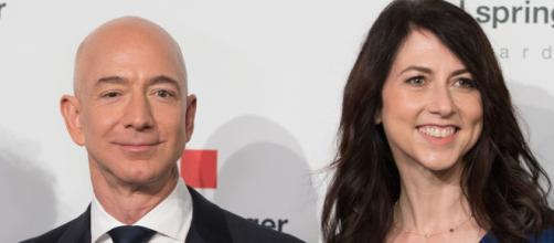 El magnate informático, Jeff Bezos y su ex esposa MacKenzie Samantha. - nytimes.com