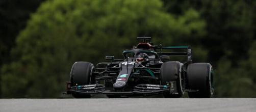 Hamilton conquista la pole position nel Gran Premio di Spa.