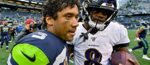 Os quaterbacks Russell Wilson e Lamar Jackson foram eleitos os dois melhores jogadores da NFL na temporada 2020.