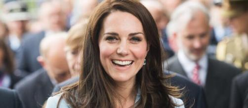 "Kate Middleton fima con la letra ""C"" emails"