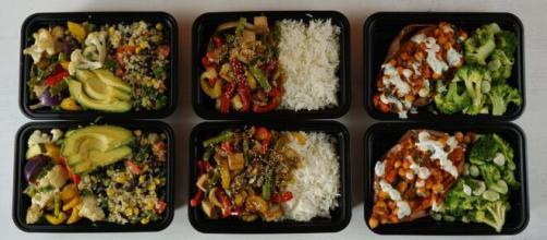 Nas grandes refeições é mais fácil regrar. (Arquivo Blasting News)