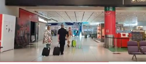 View of Gatwick Airport 2020 end of July – nearly empty due to coronavirus. [Image source/Sunshine YouTube video]