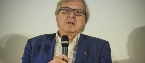 Vittorio Sgarbi, l'annuncio del sindaco di Sutri: 'Multa a chi indossa la mascherina senza necessità'