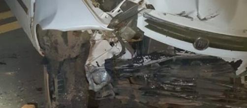 Acidente causa morte de menina de 5 anos / Veículo ficou completamente destruído após acidente em Amparo. (Divulgação/Polícia Rodoviária)