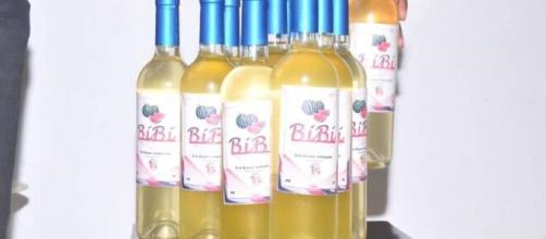 Le vin blanccamerounais BiBi produit à partir d'extraction de jus de pastèques (c) Bibi Martial