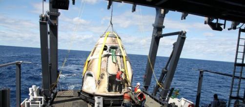 Spazio: Il recupero della navicella nel Golfo del Messico.