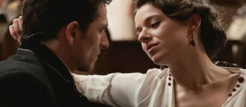Una vita, trame al 15 agosto: Genoveva seduce Antonito.