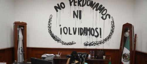 Un grupo de mujeres manifestó su incorformidad por el aumento de la violencia de género en México.