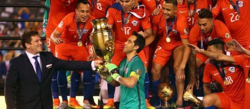 A seleção chilena foi bicampeã da Copa América em 2015 e 2016. (Arquivo Blasting News)